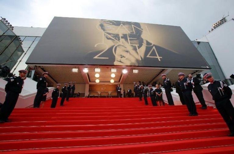 Palais des Festivals de Cannes actuel avec les fameuses marches ; Source: gbtimes.com