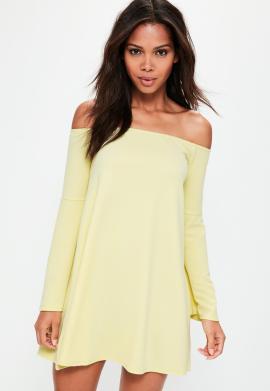 robe-courte-jaune-col-bateau-manches-vases