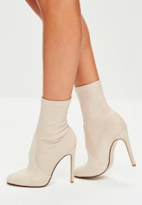 bottines-nudes-satines-et-arrondies