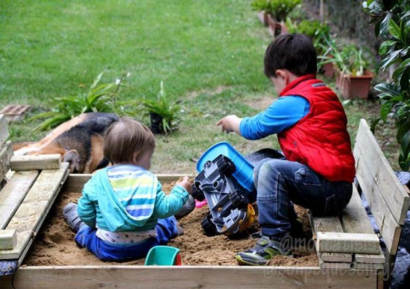 Actividades Sensoriales en Casa - Arenero Niños