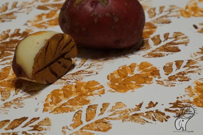 actividades otoño para niños - sellos de hojas con patatas - arte
