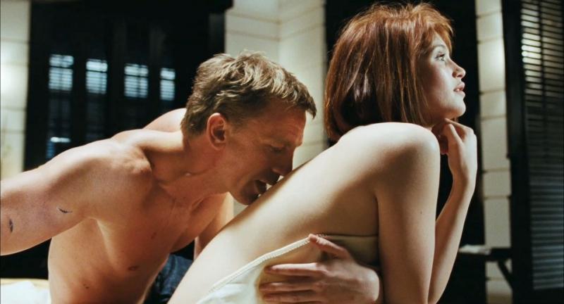 daniel-craig-e-gemma-arterton-sex-scene