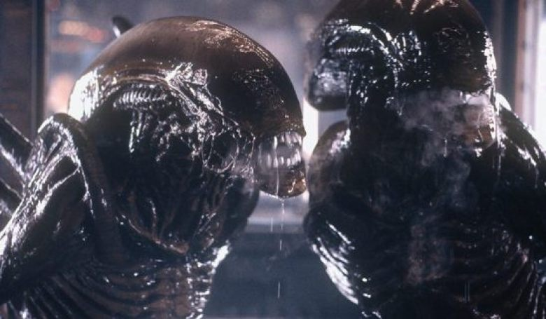 Alien Resurrection Cloned Xenomorph in gabbia