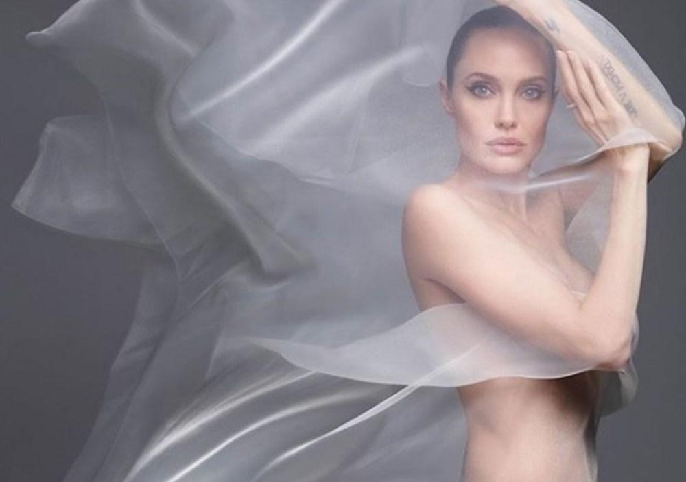 Angelina Jolie foto con velo