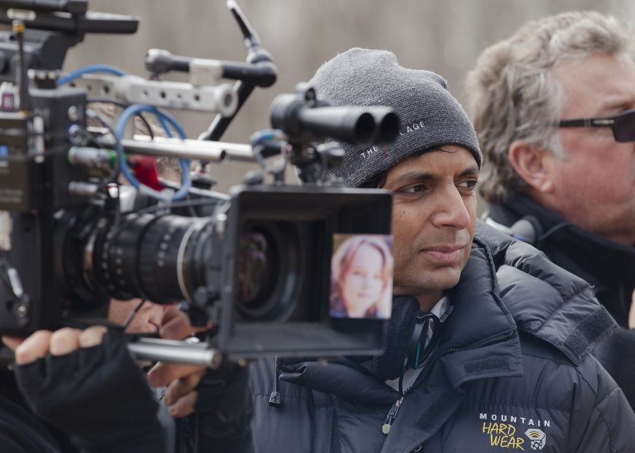 M-Night-Shyamalan-directing-The-Visit.jpg