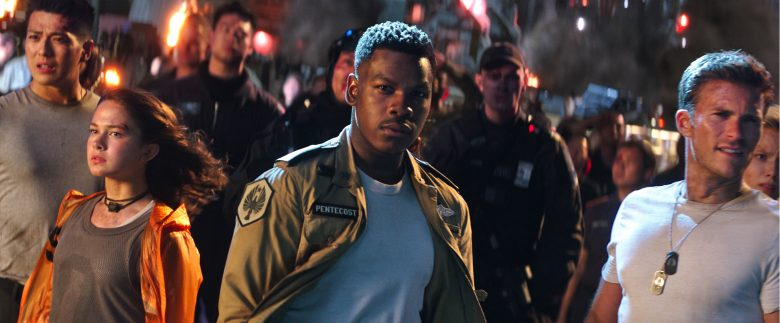 John Boyega e Scott Eastwood in Uprising