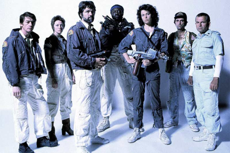 Alien cast con abiti di scena