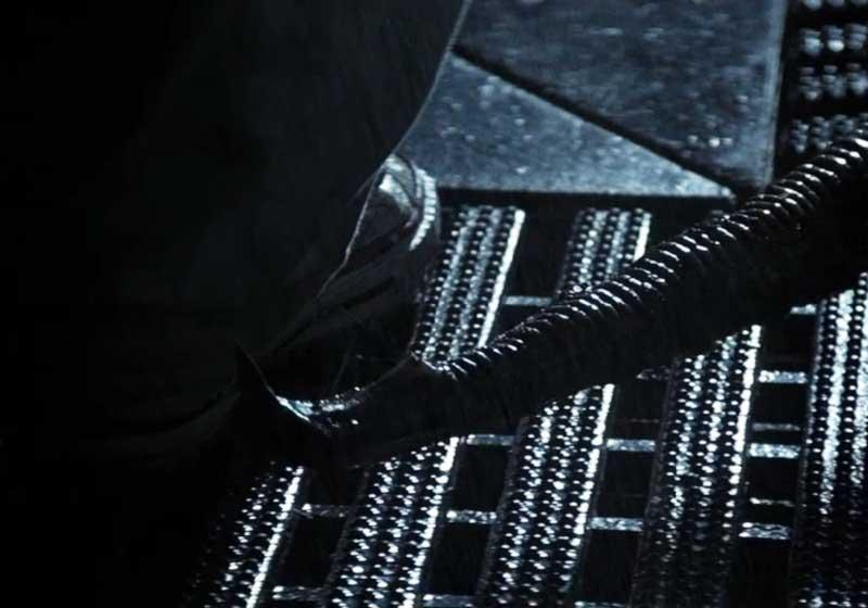Coda di Xenomorfo e scarpe di Brett
