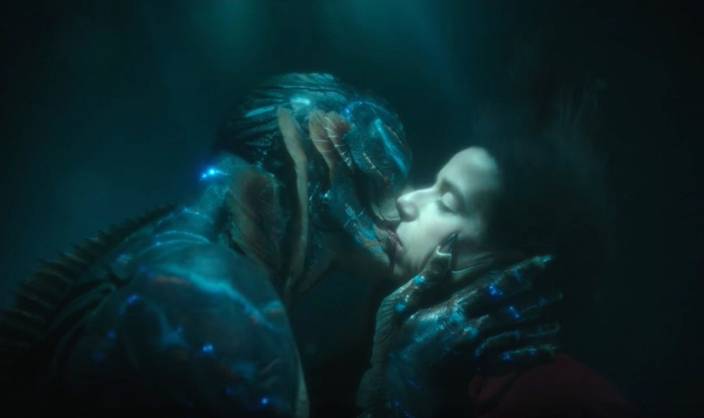 Shape of Water scena bacio