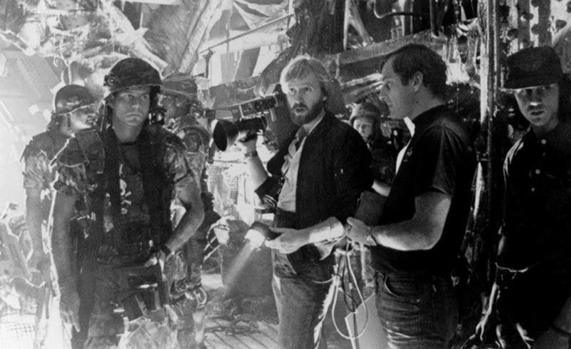 James Cameron regista dietro le quinte di Aliens