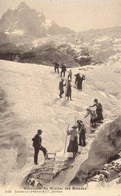 Traversée aménagée du glacier des Bossons.