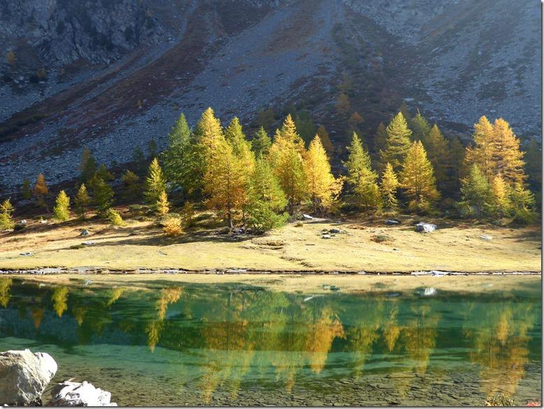 Reflets dans le lac d'Arpy