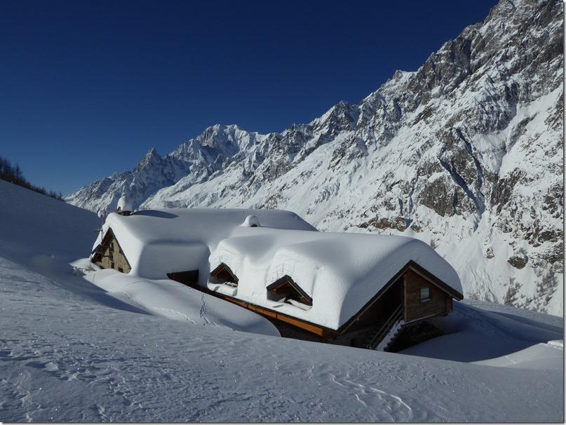 Le refuge Bonatti et le Mont Blanc