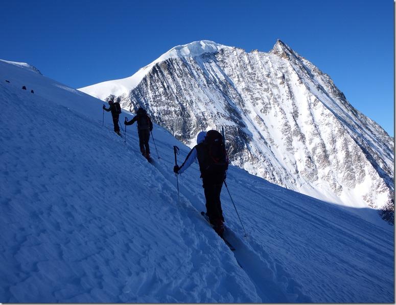 124 Skieurs et Mont Blanc de Cheilon