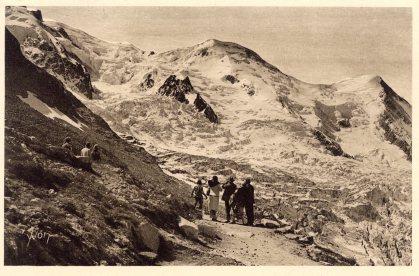 Touristes devant le glacier des Bossons