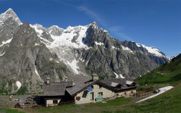Easy hike in Italy -Rifugio Bonatti Courmayeur