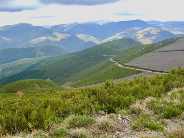 Vista NO hacia el Pico Polín.