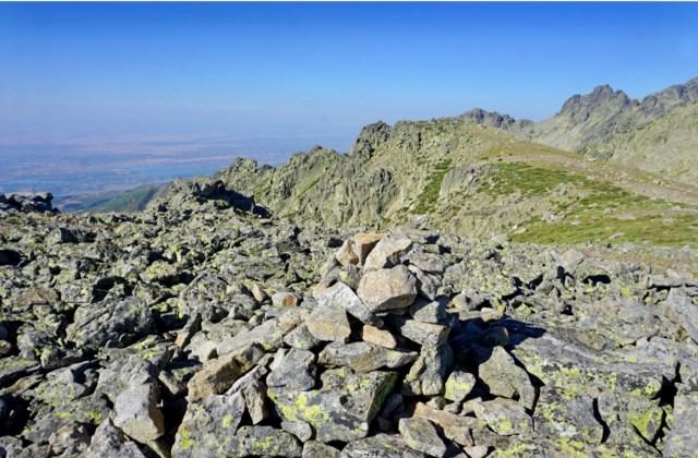 Vista atrás del Cerro de Navasomera desde el Cerro de la Cagarruta.