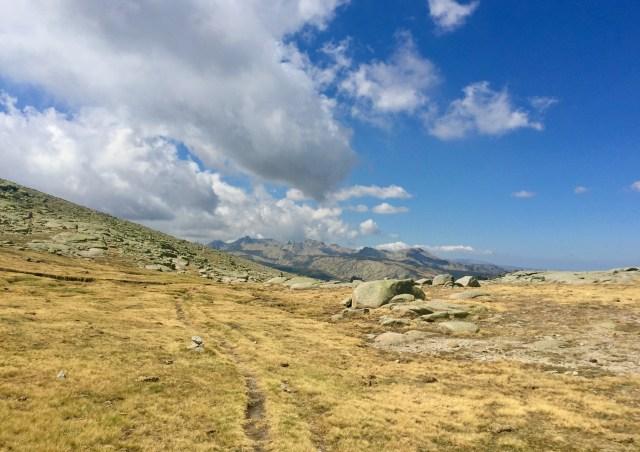 Vista atrás desde la zona de Los Pelaos (2159 m).