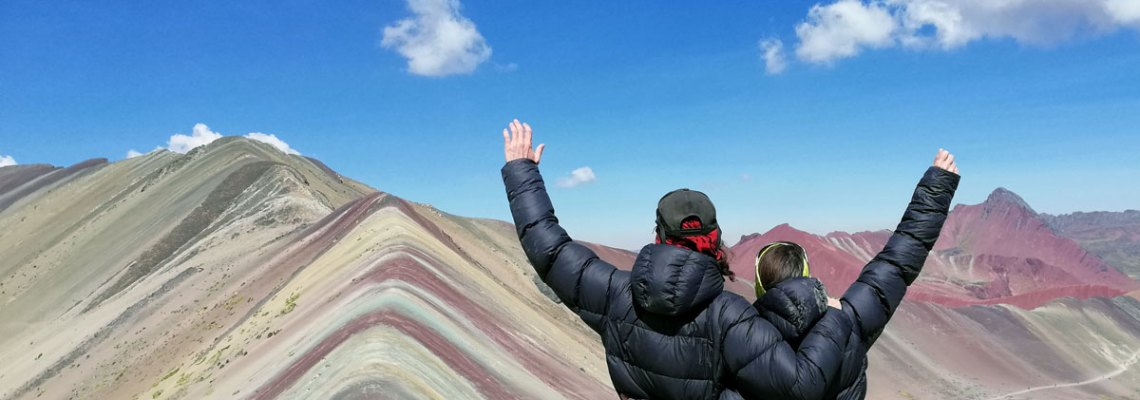 La surrealista montaña de colores