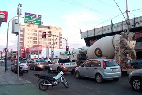 Advogada abre ação popular para retirada de radar do centro de Patos de Minas