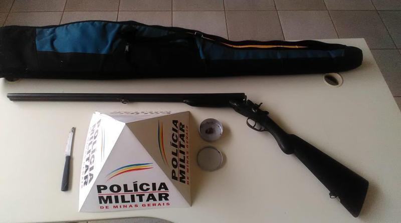 Batida policial resulta em prisão de autor por posse ilegal de arma de fogo