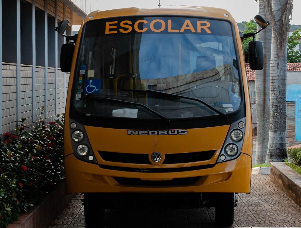 Município adquire ônibus escolar