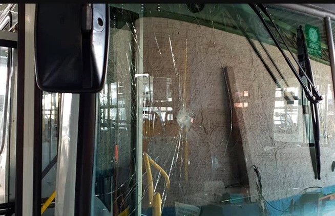 Passageiro desobedece decreto que obriga uso de máscaras, quebra ônibus e acaba preso em Patos de Minas