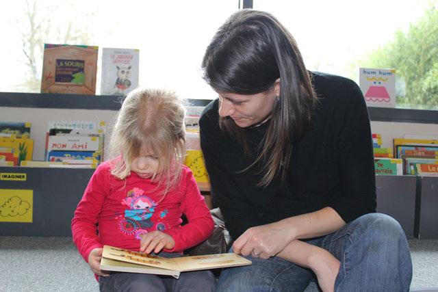 lecture maternelle : école Montessori Internationale de Bordeaux-Gradignan