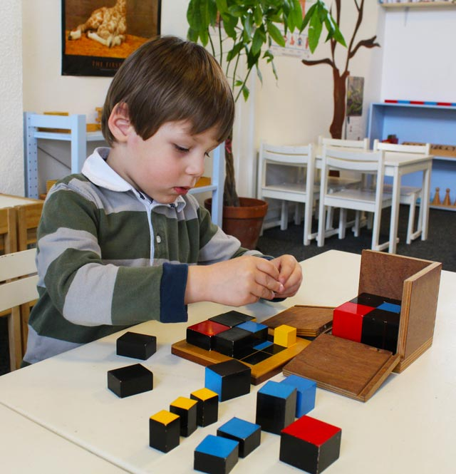 Ecole montessori International Bordeaux - cube trinôme