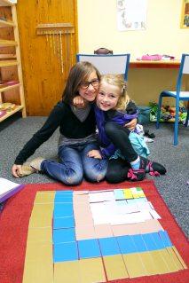 Entraide des filles à l'école Montessori Internationale de Bordeaux-Gradignan