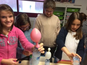 Montessori International Bordeaux : sciences, expérience en chimie