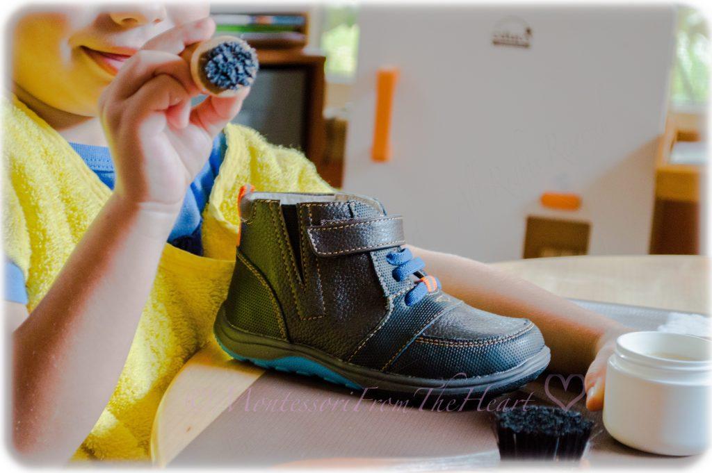 stiff-bristle-shoe-dauber-Montessori-Practical-Life-Polishing-Shoes