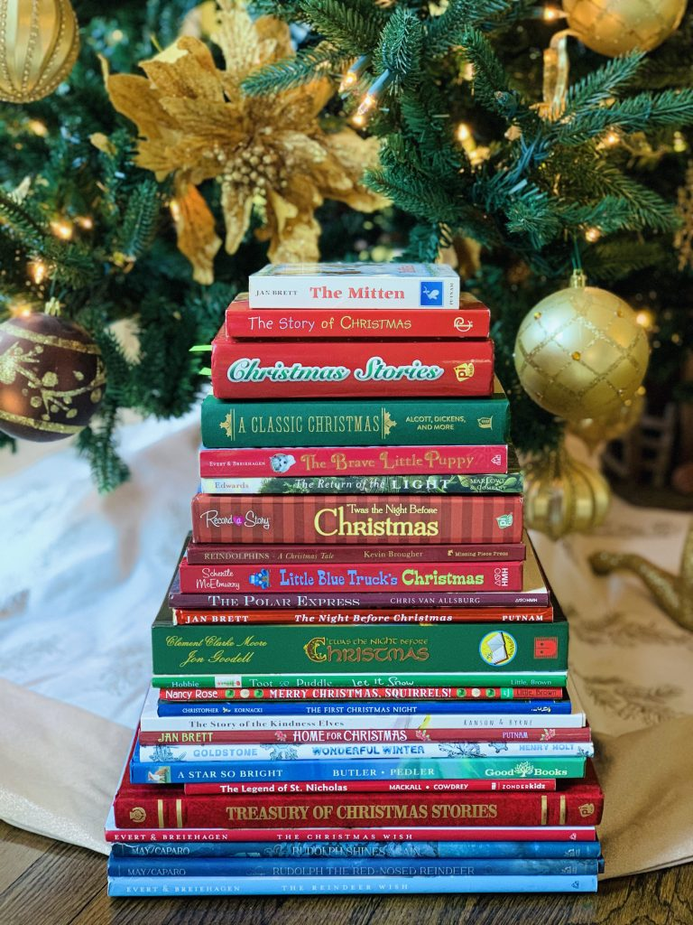 BOOK ADVENT CHRISTMAS TREE
