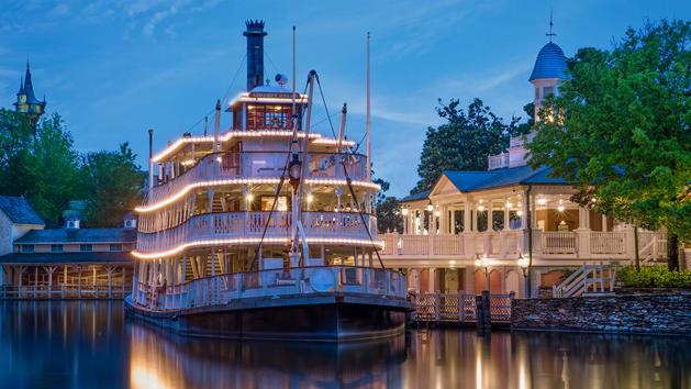 Liberty-square-riverboat-00
