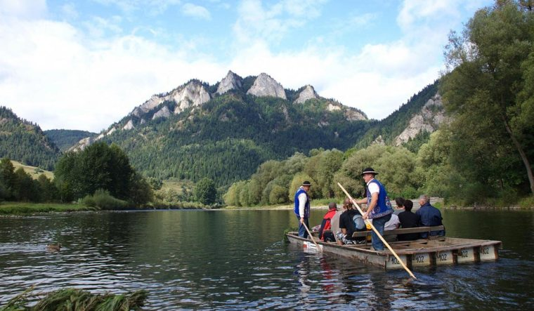 tour-dunajec-wooden-canoe-rafting-and-step-up-to-trzy-korony-mountain-5.jpg
