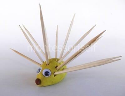 Landak yang diperbuat daripada tusuk gigi dan plasticine