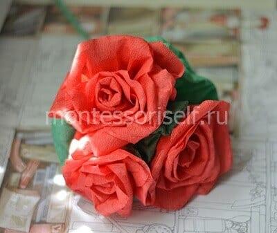Buquê de rosas de papel corrugado
