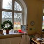 Ett av skolans vackra fönster.