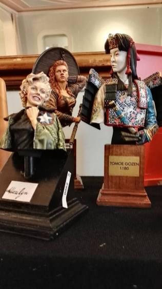 Numerose le opere di pregio presentate alla mostra-concorso Aretium Model Contest. Di notevole interesse questi mezzi busti dipinti interamente a mano