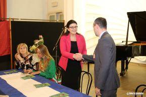 Il presidente Pro Loco Chimenti Alessandro accoglie l'ambasciatrice della Repubblica di Moldova.