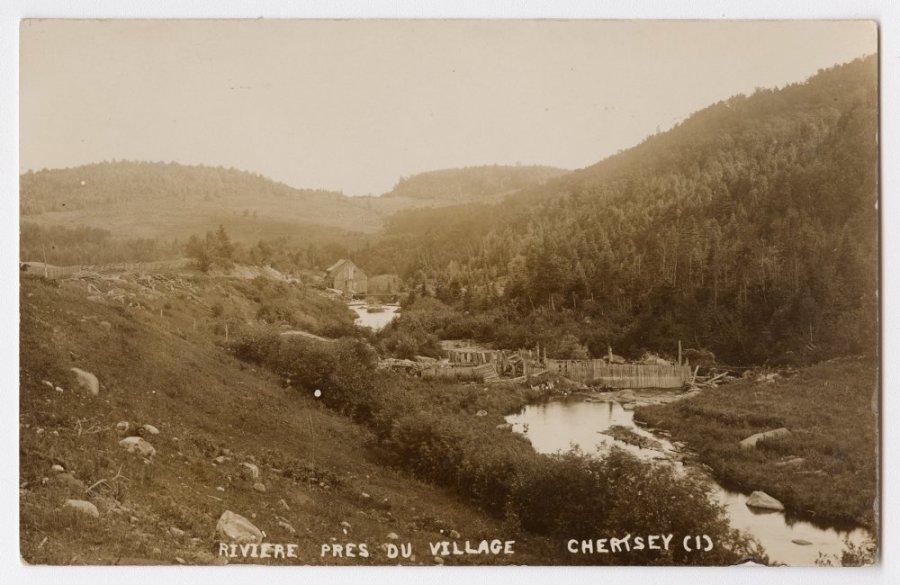 Moulin de la rivière Burton en face du village
