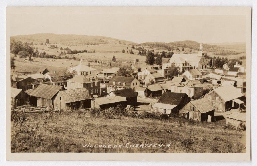 Vue du village avec les champs