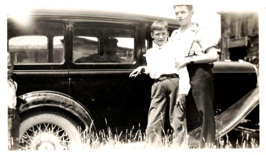 Marcel Miron et Roger Miron – Dans son auto Gérard Miron chez Gilbert Miron