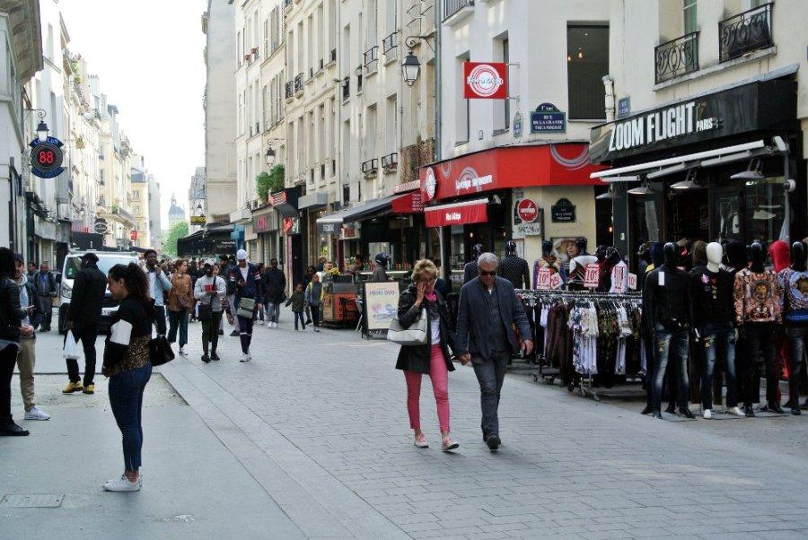 Rue St-Denis au coin de la rue de la Grande Truanderie