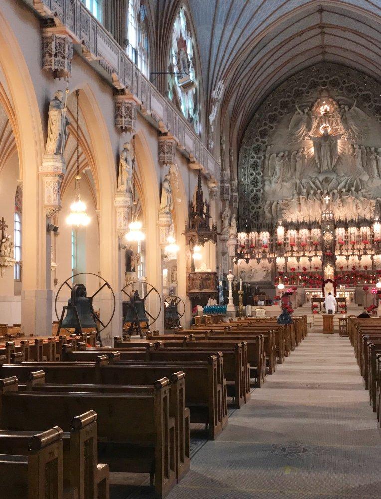 Les cloches dans l'église