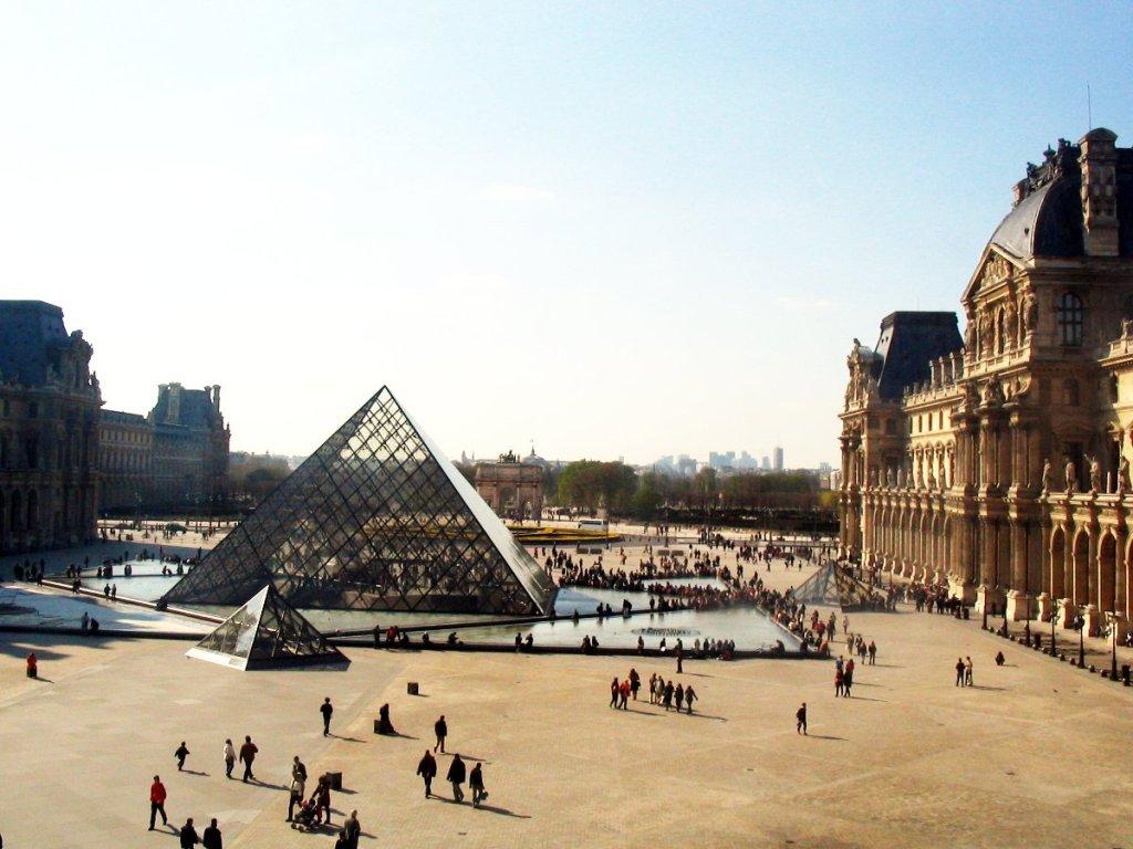 Vue de l'intérieur du Louvre