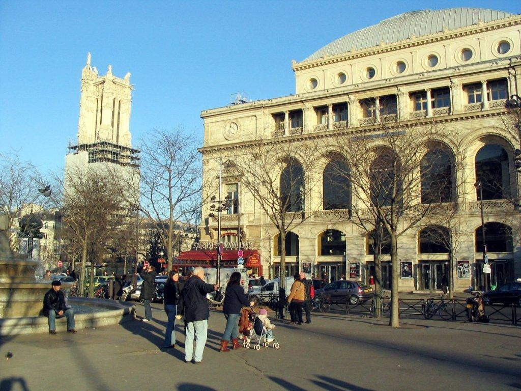 Le théâtre du Chatelet et la tour St-Jacques