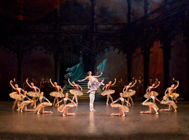 Paquita. Opera de Paris. Photo Christian Leiber
