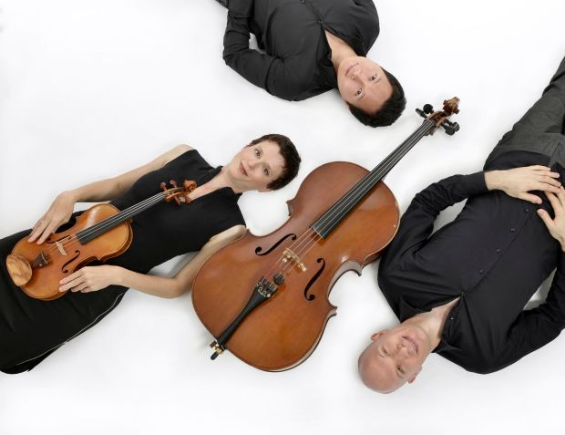 Trio Fibonacci, Violinist Julie-Anne Derome with cellist Gabriel Prynn and pianist Wonny Song. Photo by Caroline Bergeron